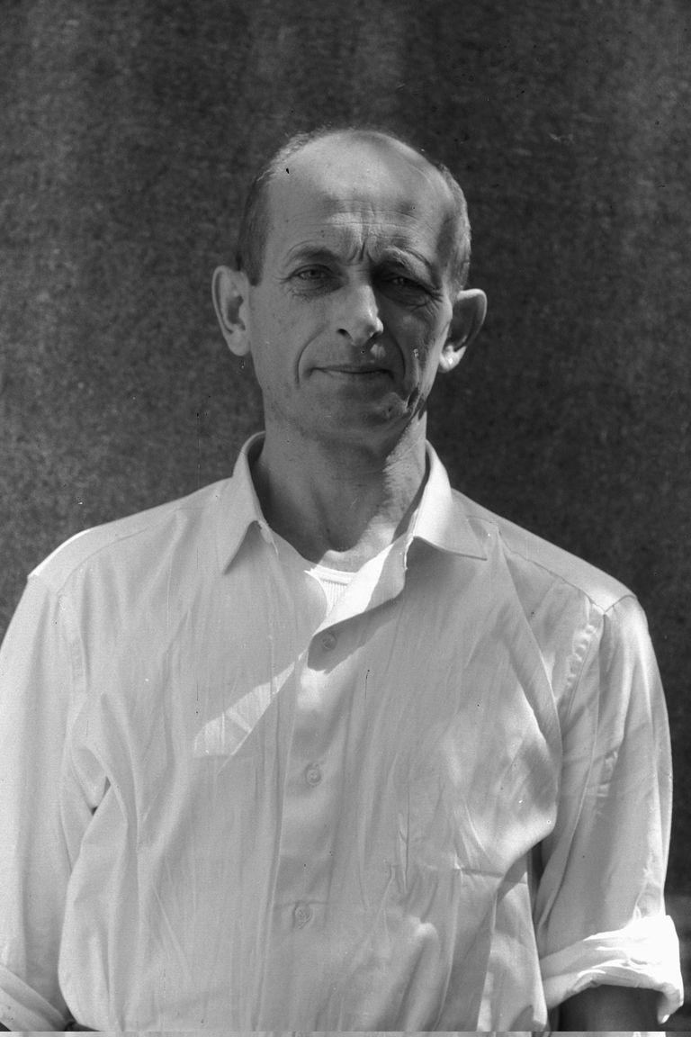 Adolf Eichmann poco después de ser detenido en Buenos Aires por agentes secretos del Mossad