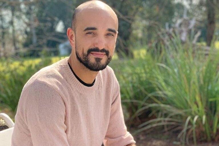 Según se informó esta tarde, el cantante, de 35 años, se casaría con su misteriosa novia, Mora Calabrese