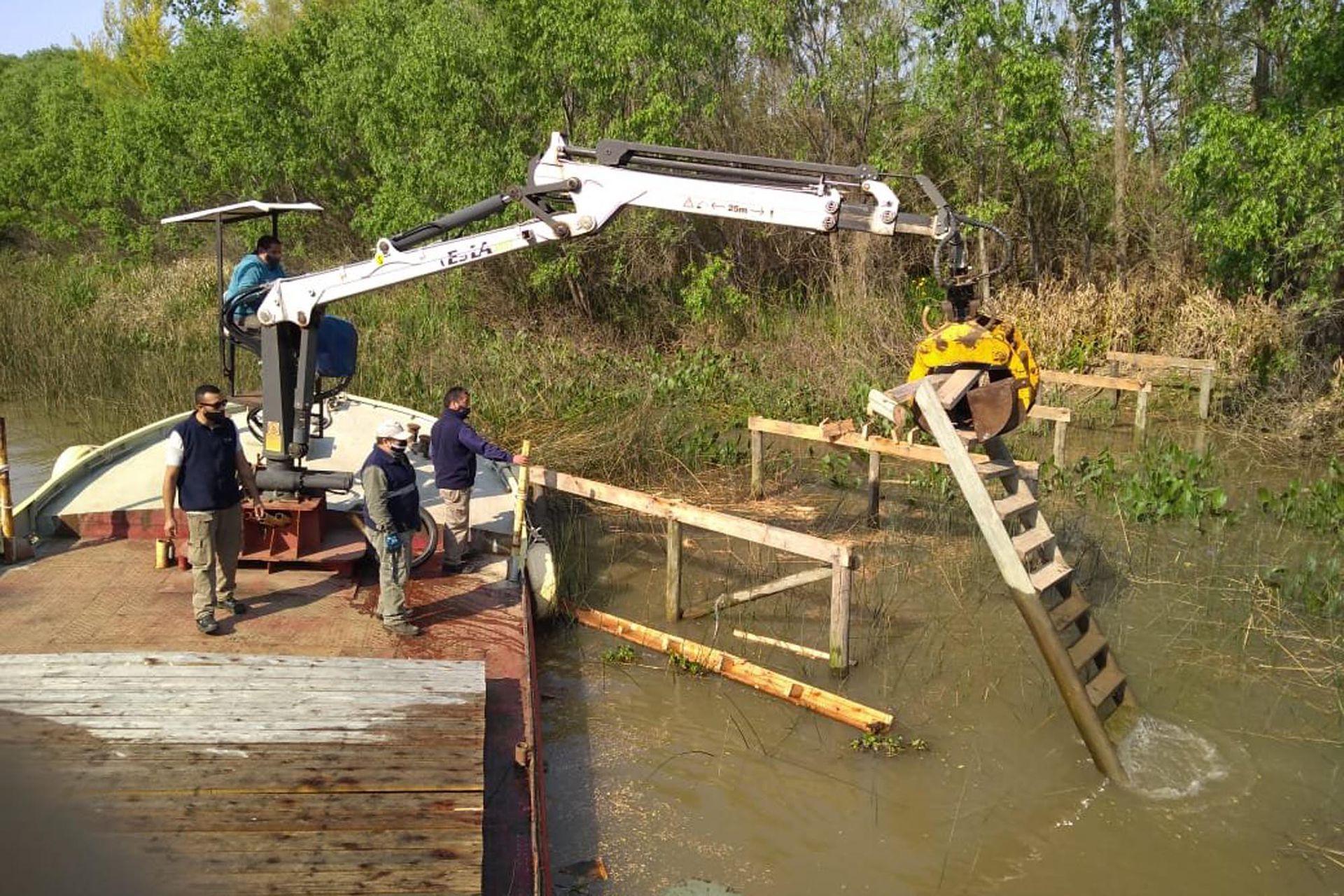 La municipalidad de Tigre hizo dos operativos en octubre del año pasado para desmontar los muelles de Venencio