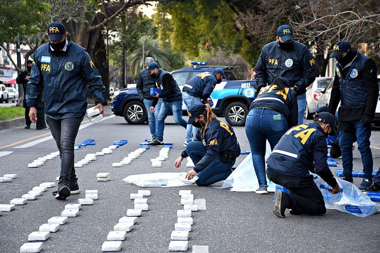 En varios allanamientos en Rosario y otras localidades cercanas, secuestraron 400 kg. de cocaina de extrema pureza