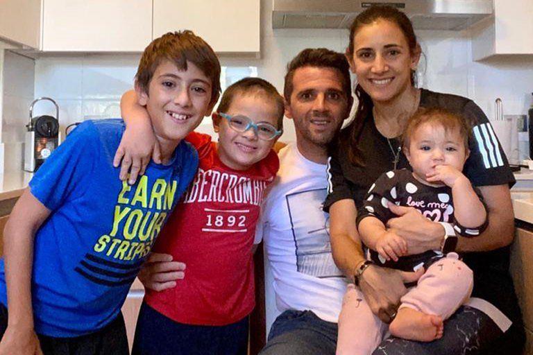 Walter Montillo en familia, con Valentín (12 años), Santino (10), Melina y Emma (1).