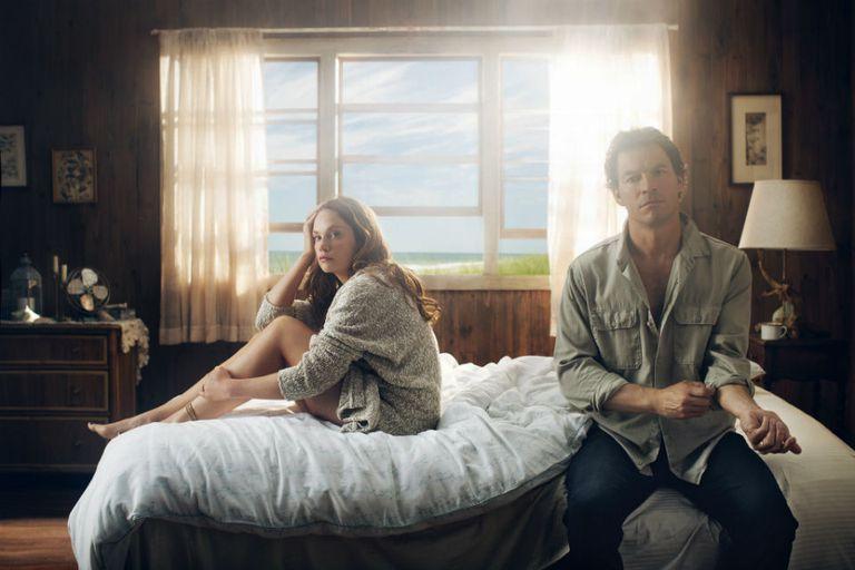 Dominic West y Ruth Wilson en The Affair