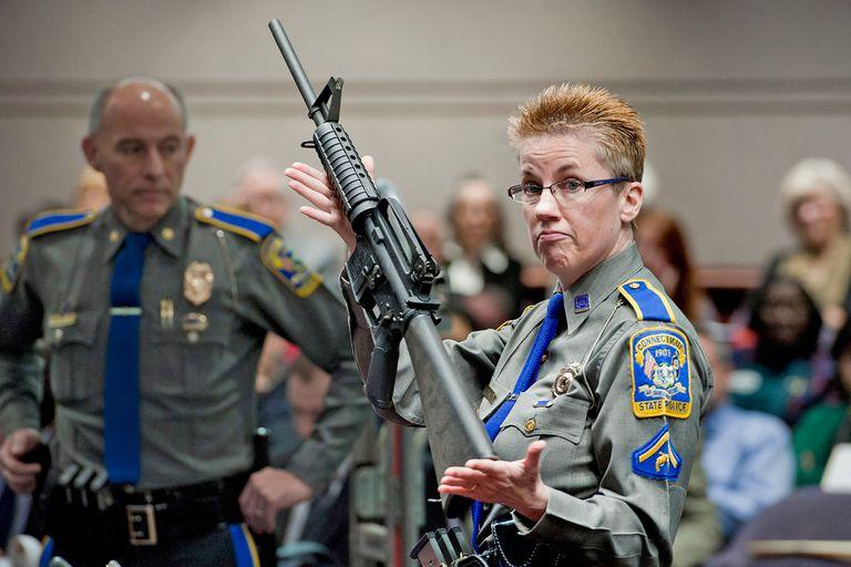 Tiroteo en Florida: cómo es el rifle semiautomático AR-15 que usó el atacante