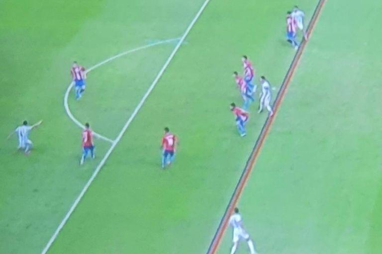 El motivo por el que el segundo gol de Argentina ante Paraguay fue anulado