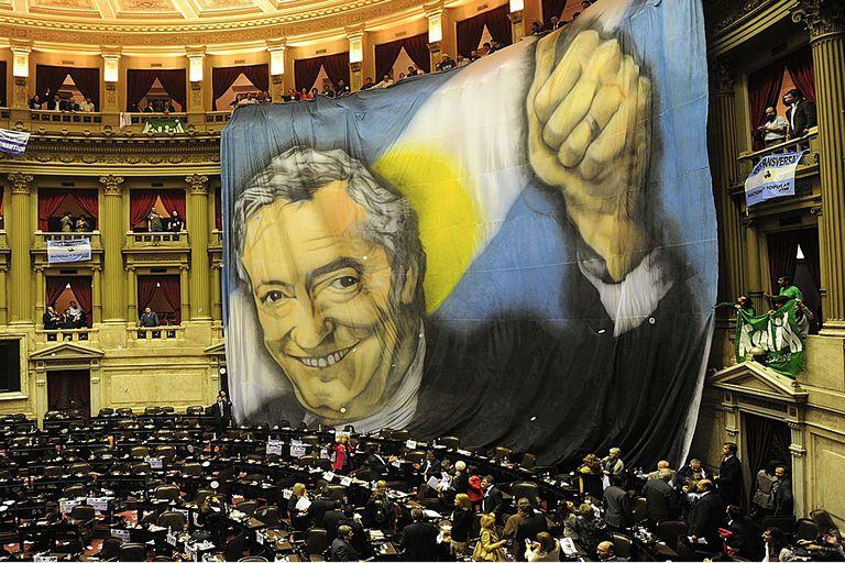 Néstor Kirchner estuvo presente en los discursos de los diputados  y en las tribunas del recinto