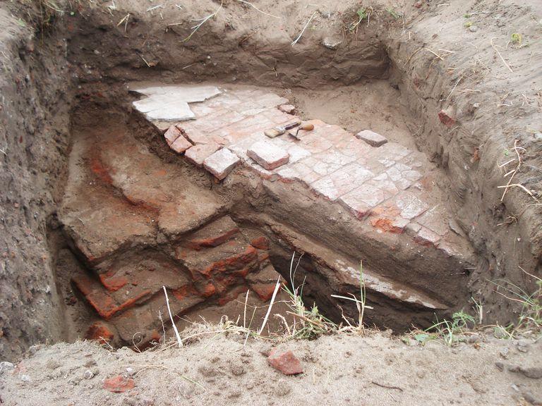 Algunos de los ladrillos que se encontraron luego de ubicado el Hotel Mar del Sud