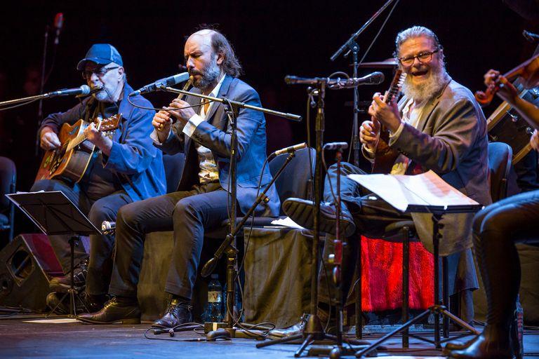 Carlos Núñez, en el Coliseo: Gieco, Spasiuk y Santaolalla, invitados de lujo