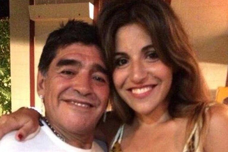 Diego y Gianinna Maradona posan juntos y sonrientes