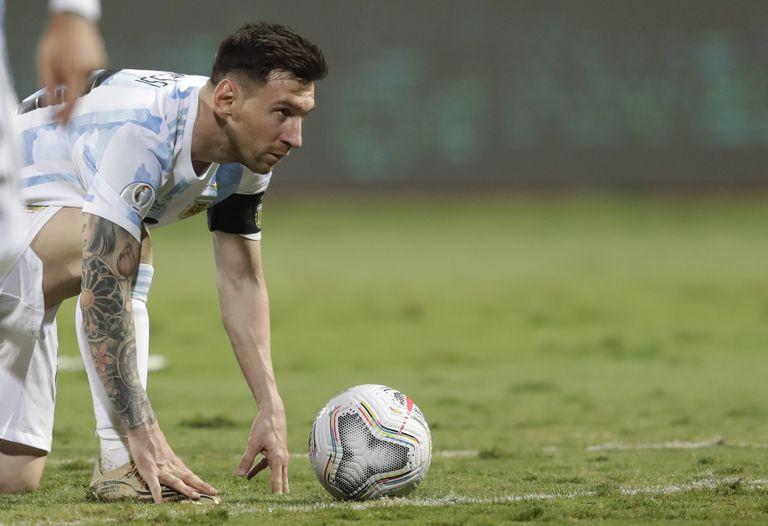 """Hernán Crespo: """"Messi ve lo que nosotros, humanos, no vemos. Messi está en otra dimensión mental"""""""