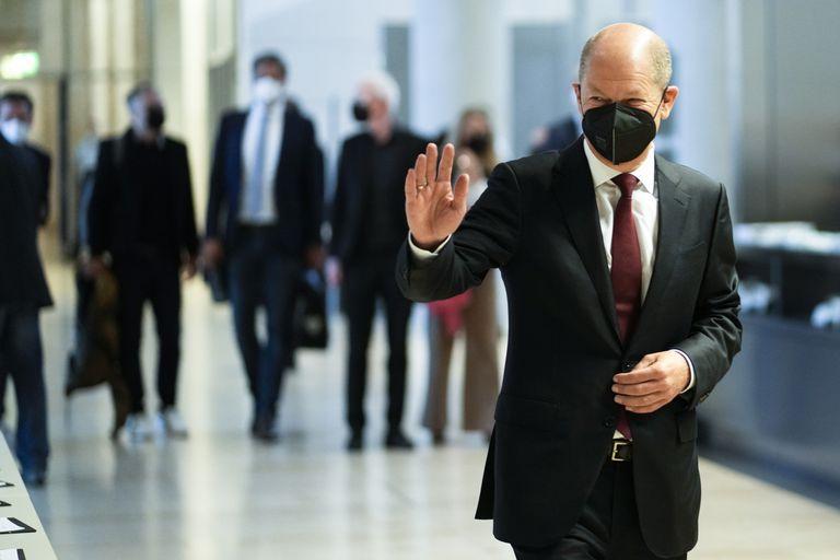 El ministro de Hacienda y candidato socialdemócrata, Olaf Scholz, se impuso en las elecciones del domingo, pero debe armar una coalición de gobierno