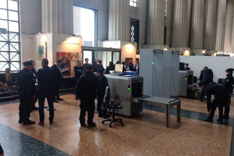 Fuertes medidas de seguridad dentro de la Facultad de Derecho de la UBA.