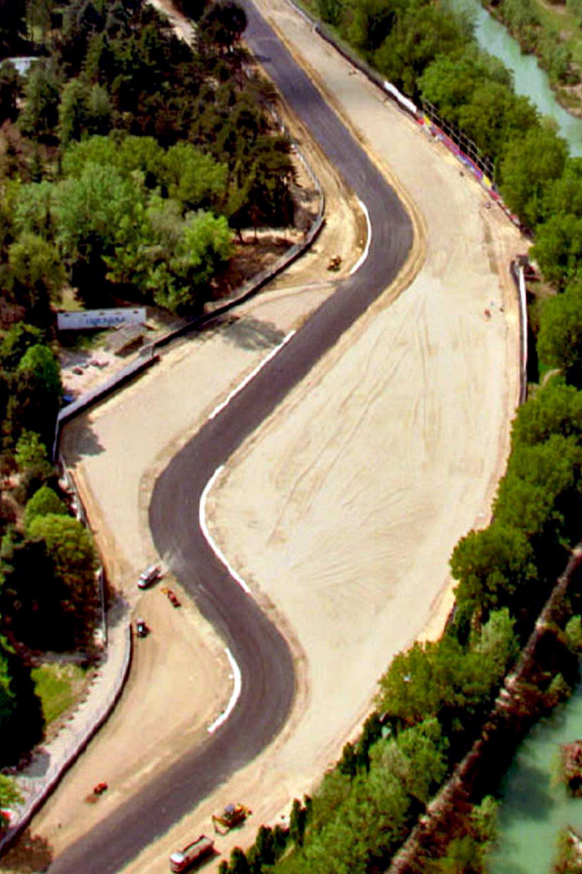 La curva de Tamburello en la pista de carreras de Imola en Italia, donde el piloto brasileño se estrelló y murió durante el Grand Prix de San Marino de 1994