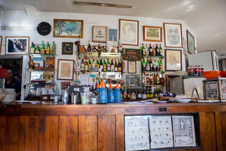 El clásico mostrador de Oriente Bar