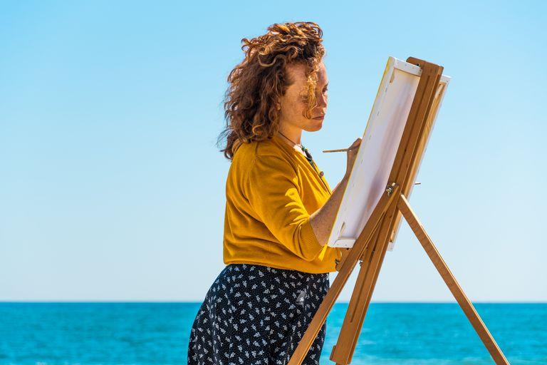 Pinta a orillas del mar de Cerdeña y creó un programa para inspirar a otras personas