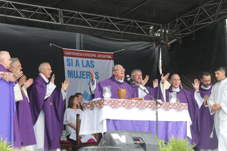 Ojea durante la misa celebrada hoy en Luján