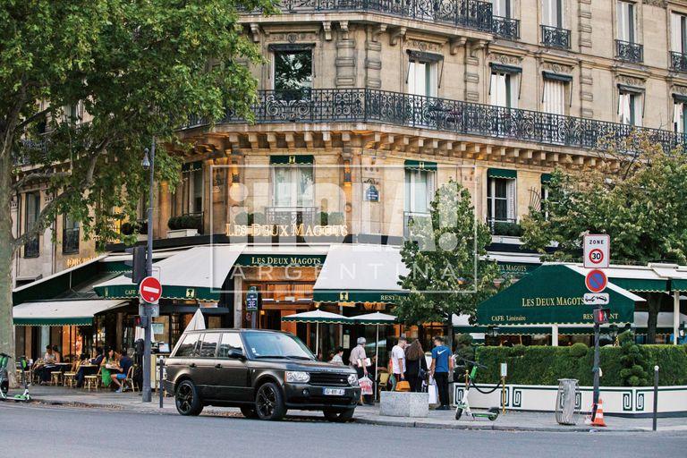 La clásica brasserie parisina, emblemática de la Rive Gauche, en el barrio Saint-Germain-des-Prés.