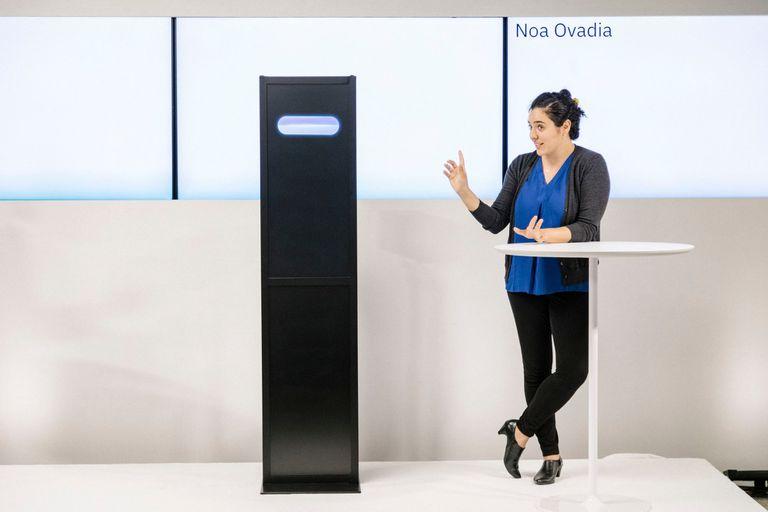 Noa Ovadia mientras debatía con la computadora de IBM