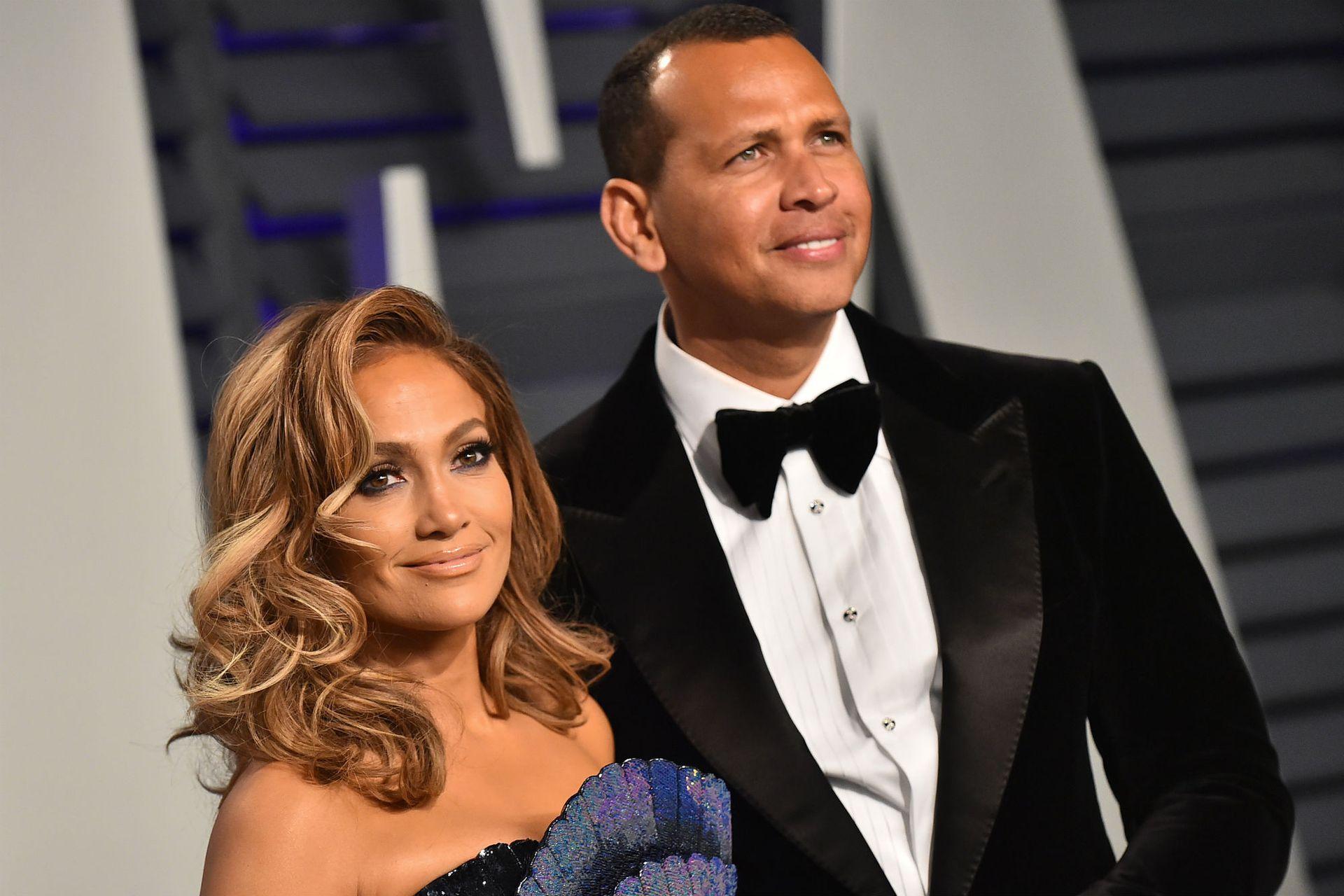 Rodriguez le pidió matrimonio a Lopez en la playa a comienzos de marzo y tras dos años de relación