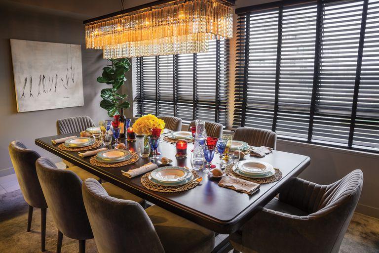 La mesa lista, con porcelana de Villeroy Boch y cubiertos, de Zara Home.