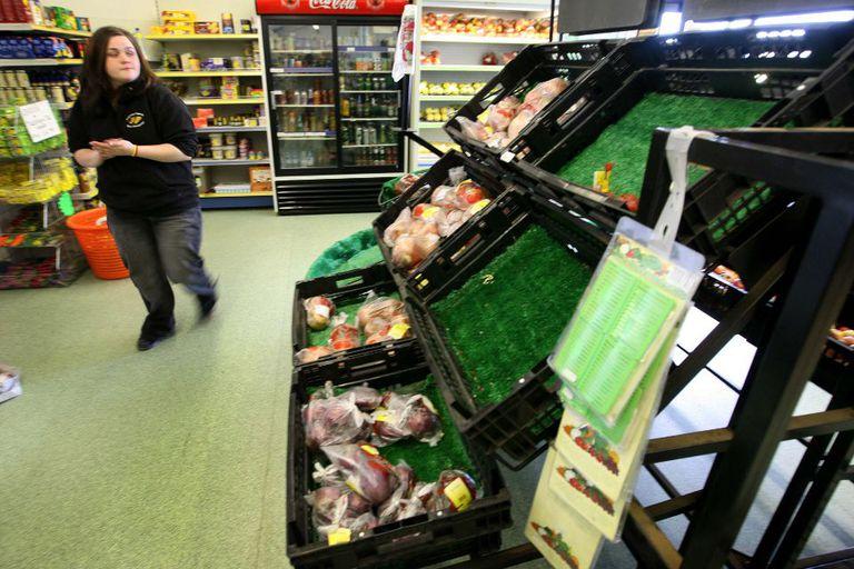 Falta de alimentos. La escasez de frutas y verduras se siente en las góndolas de los mercados