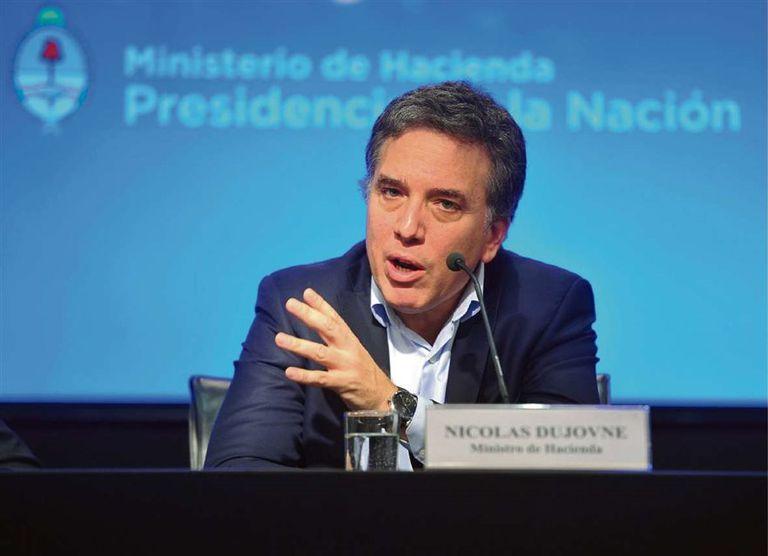 Dujovne, ayer en Hacienda, al presentar los números fiscales de marzo
