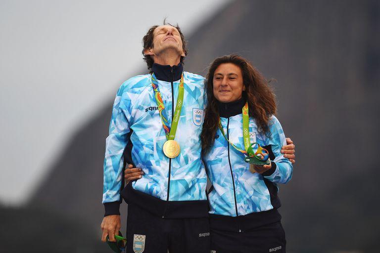 Un momento único para Santiago Lange y Cecilia Carranza Saroli: con la medalla dorada en Río 2016