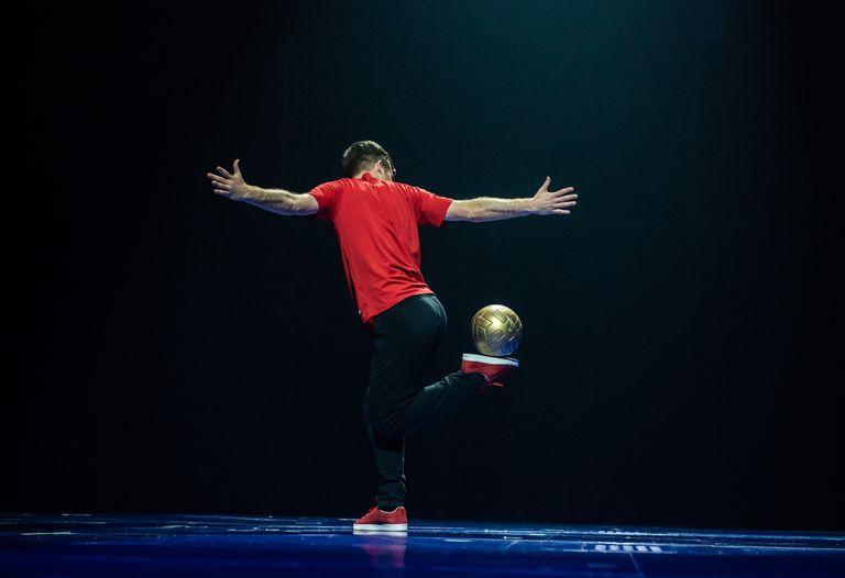 Se estrena en Barcelona Messi10, el espectáculo del Cirque du Soleil