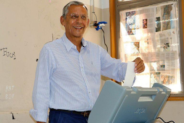 El candidato del oficialismo nacional quedó tercero en la elección y anunció que no volverá a competir por el Ejecutivo provincial