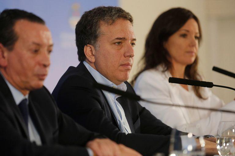 El ministro de Economía, Nicolás Dujovne, apareció en el centro de las versiones que el Gobierno desmintió durante toda la tarde