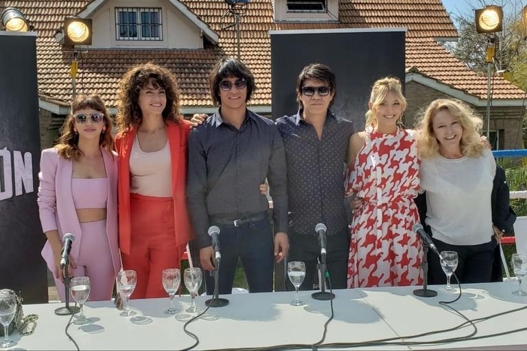 El elenco de Monzón, en la conferencia de prensa donde se presentó la serie, que ya comenzó a filmarse