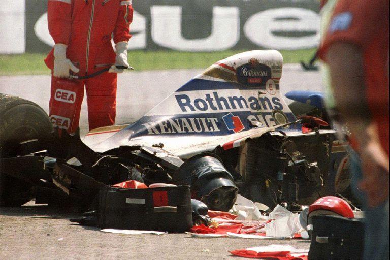 La tragedia que sacudió al mundo del deporte: el Williams de Senna destrozado en el circuito de Imola.