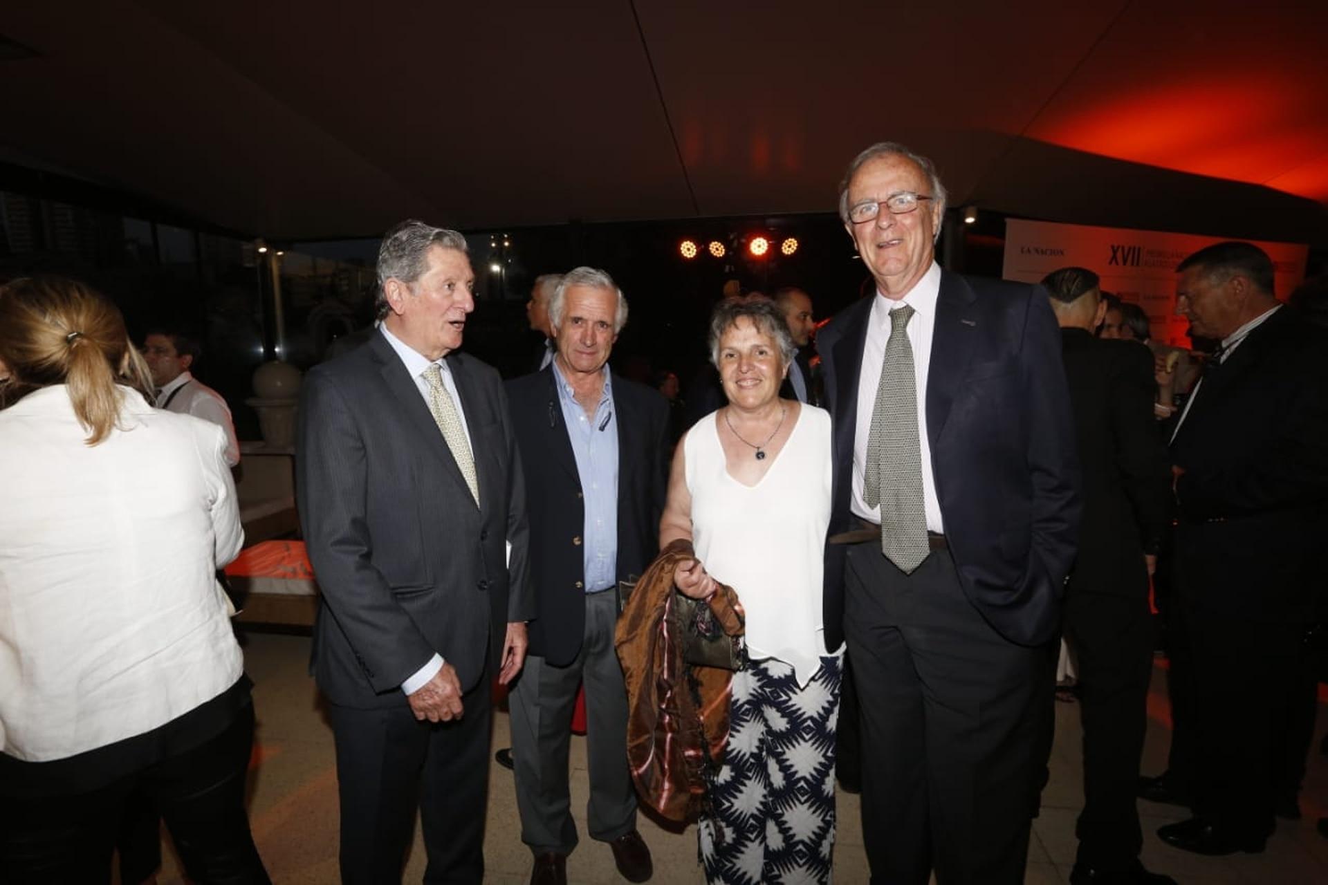 José Claudio Escribano, miembro del directorio de SA LA NACION, junto a invitados a la noche del Premio a la Excelencia Agropecuaria en La Rural