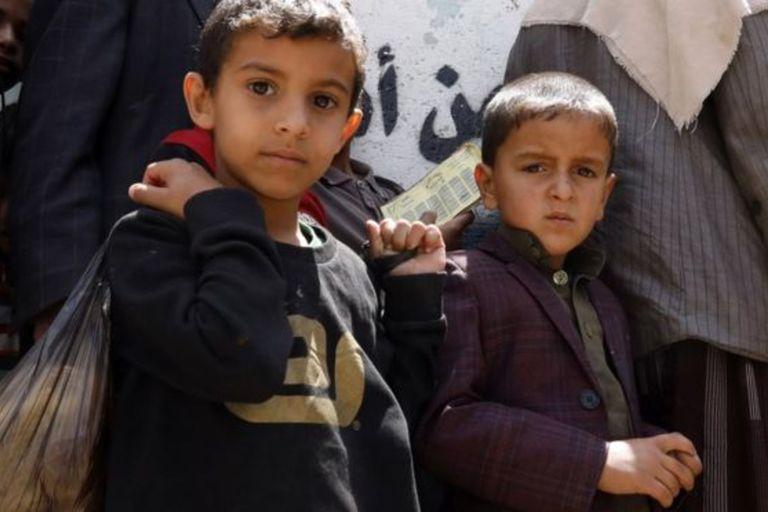 Millones de niños en Yemen sufren de escasez de comida