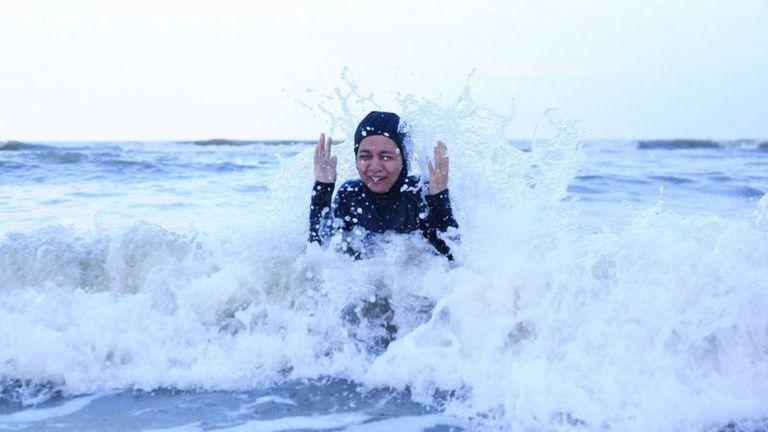 Puede sonar un poco contradictorio, pero el sumergirse en agua fría te puede dejar con una sensación de euforia