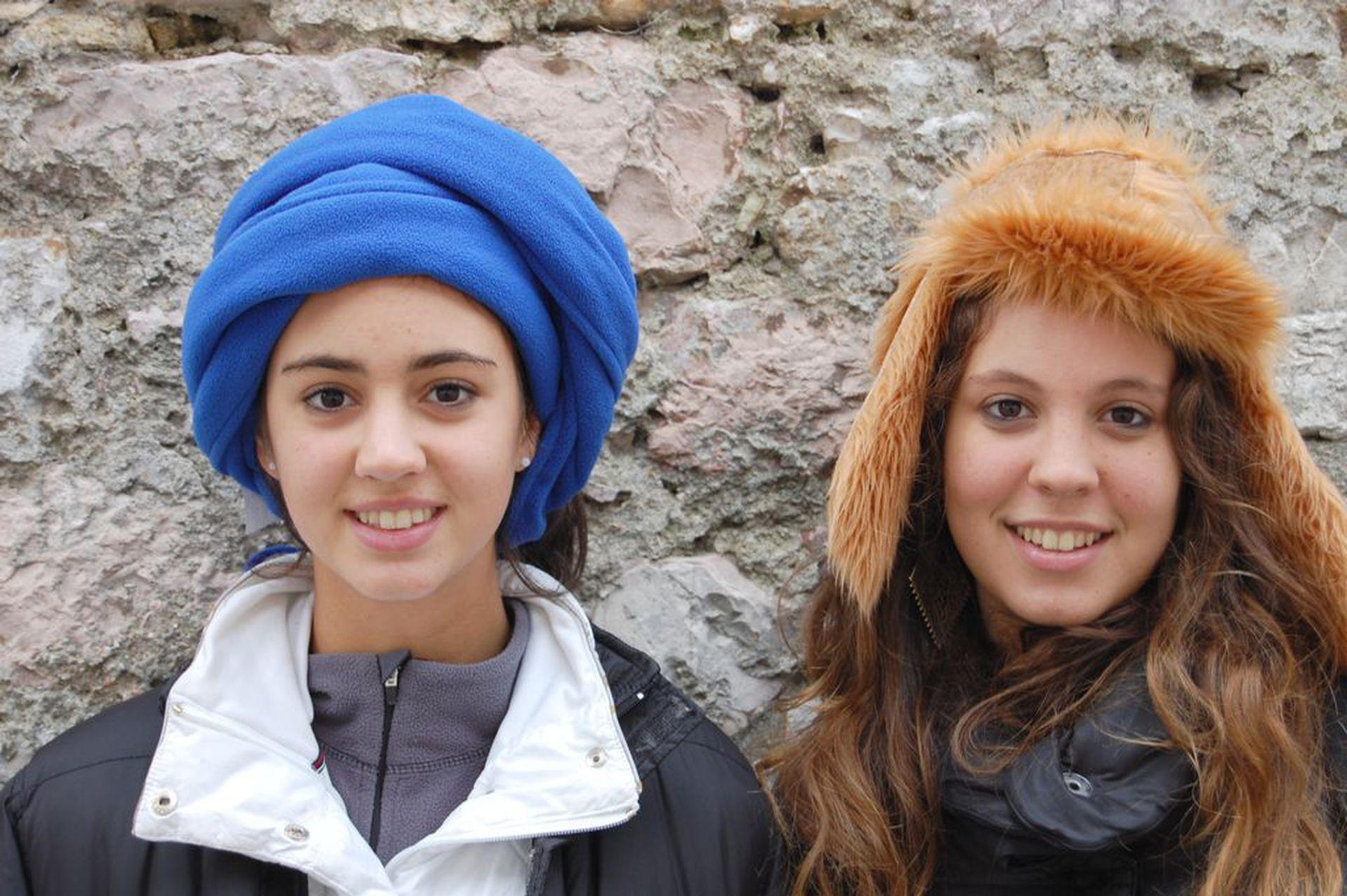 Greta y Azul, hijas de la periodista.