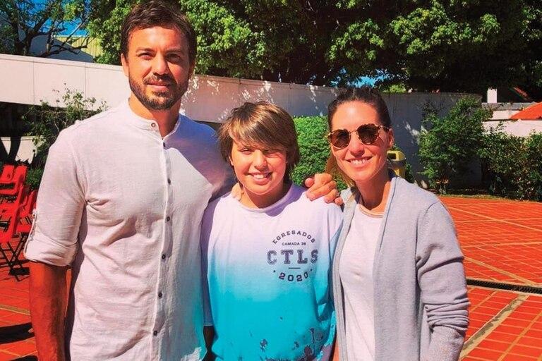 Con Beltrán, su hijo mayor, y su mujer Emilia, en 2020
