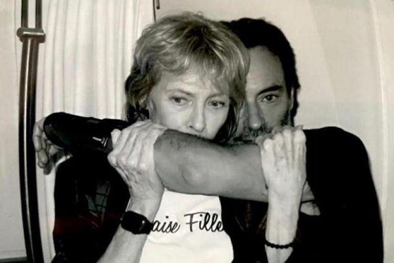 Anthony Delon, junto a su madre, en una imagen que eligió para compartir en sus redes sociales