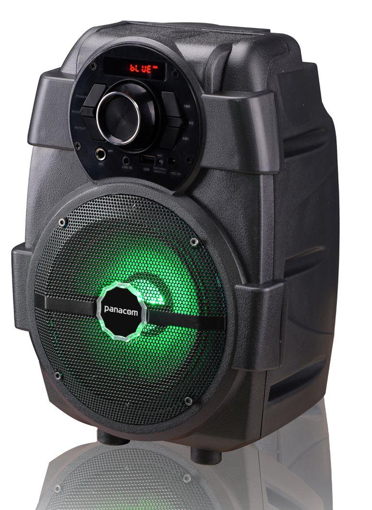 SONIDO Y LUZ. El parlante Panacom SP 3049 F cuenta con tecnología TWS (True Wireless Stereo), una batería recargable, radio FM, karaoke digital, puerto USB y luces (desde $2969).