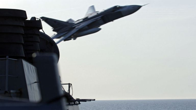 Los Su-24 volaron de forma agresiva según el informe de la marina de EE.UU.