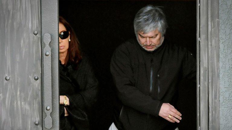Para la Justicia, el dinero blanqueado habría llegado a manos de Báez a través de la utilización de facturas truchas