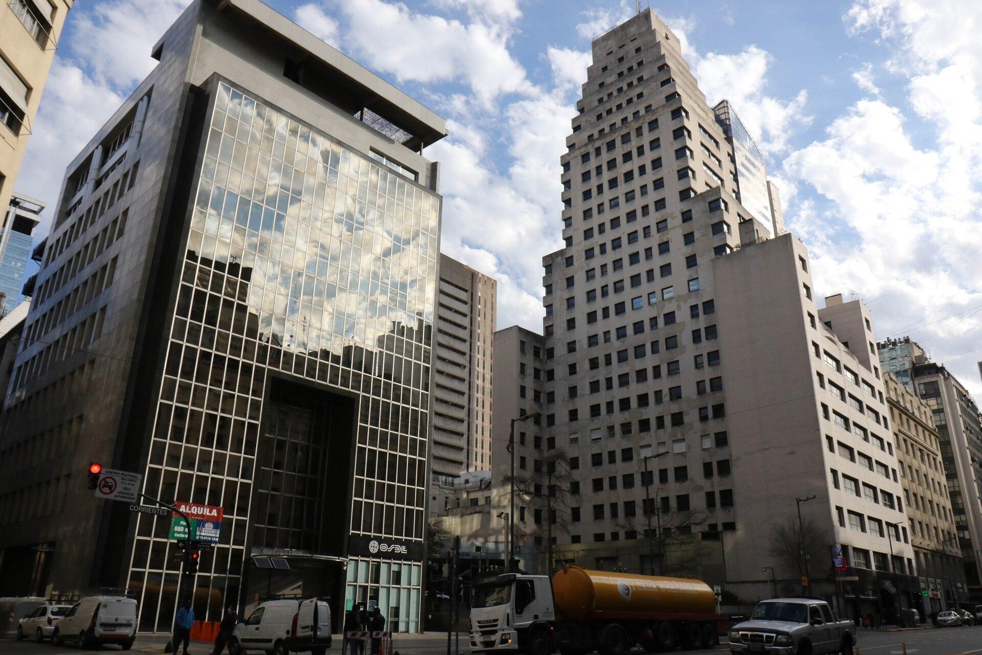Allí donde funcionó el Correo y luego estuvo el Banco de Tokyo, se construyó también una Plazoleta.