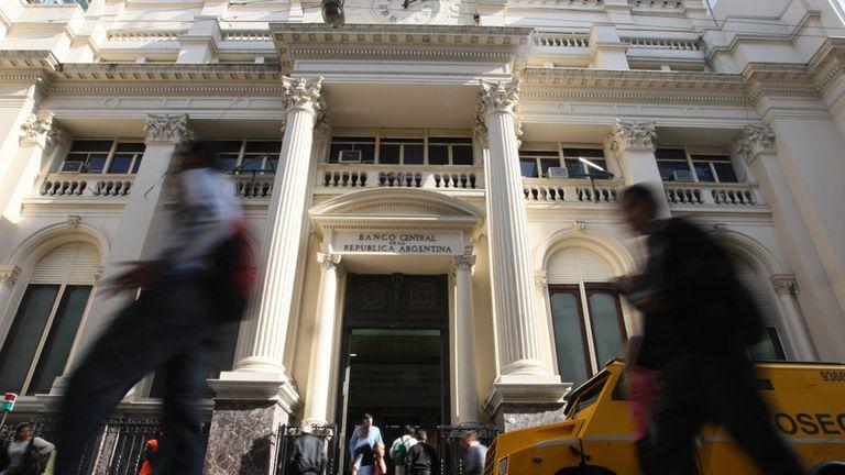 El Central volvió a vender reservas y usó una parte para evitar una suba mayor del dólar
