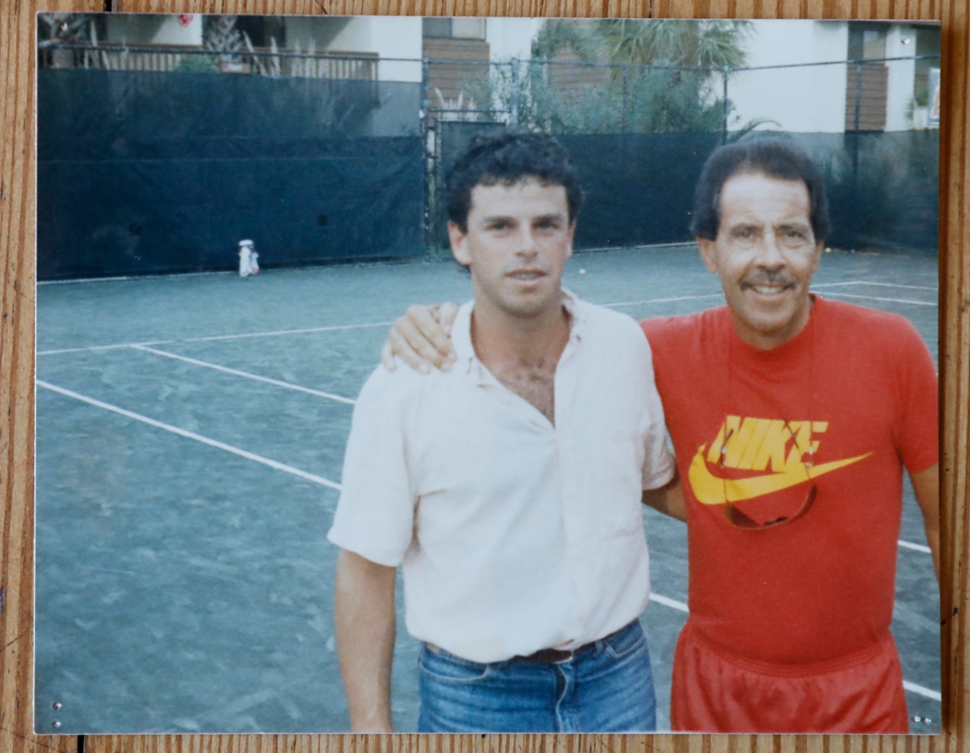 """Durante uno de los tantos viajes por el tenis, Alejandro """"Toto"""" Cerúndolo con el estadounidense Nick Bollettieri, el formador de Andre Agassi y Maria Sharapova, entre otras figuras."""