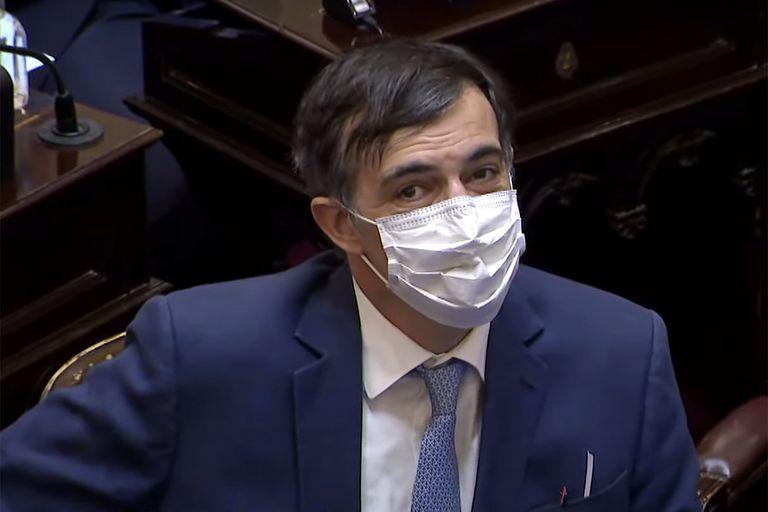 Cristina Kirchner encabezó un emotivo y cerrado aplauso para Esteban Bullrich