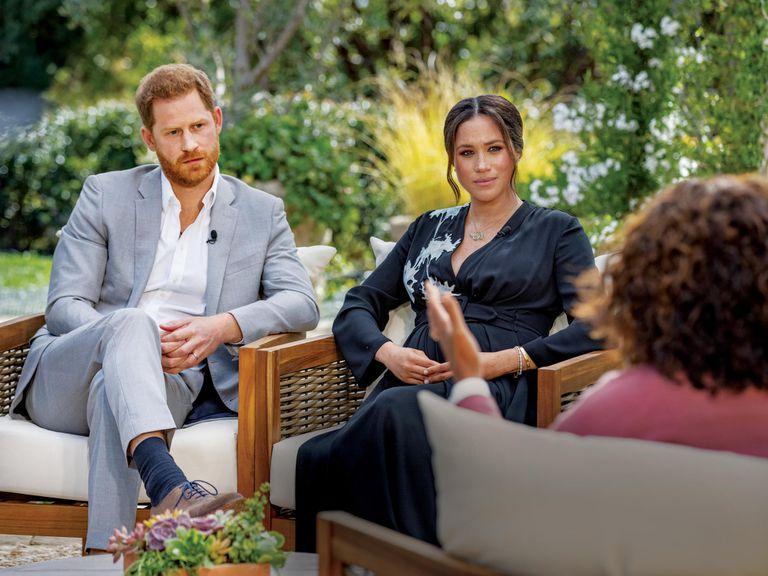 Una persona muy cercana a la familia real británica reveló quién hizo los supuestos comentarios racistas sobre Archie, de los que Harry y Meghan se refirieron en el reportaje con Oprah
