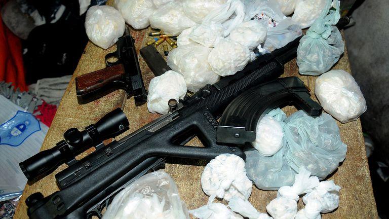El peligroso fusil SKS chino que usaba la banda