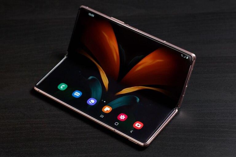 La bisagra del Samsung Galaxy Z Fold2 está diseñada para soportar 200.000 aperturas en 5 años, y un sistema interno de filtros para evitar el ingreso de polvo en el mecanismo