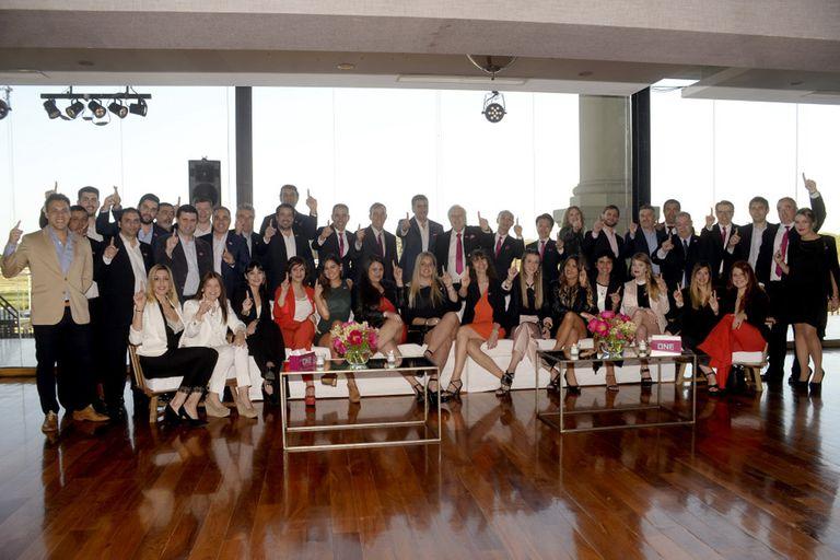 EL staff completo de ONE durante el lanzamiento de la compañía en la Argentina