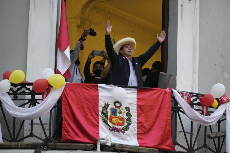 Castillo asume hoy como presidente de Perú en medio de incógnitas