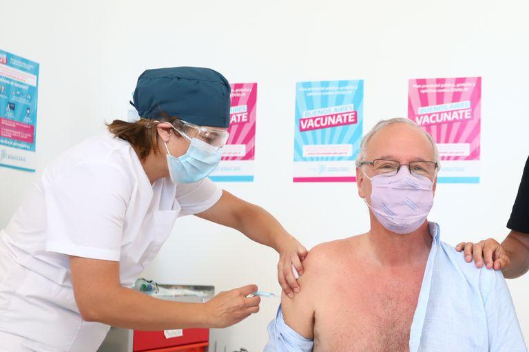 Mayor de 60: Daniel Gollán se inoculó hoy la primera dosis de la vacuna Sputnik V